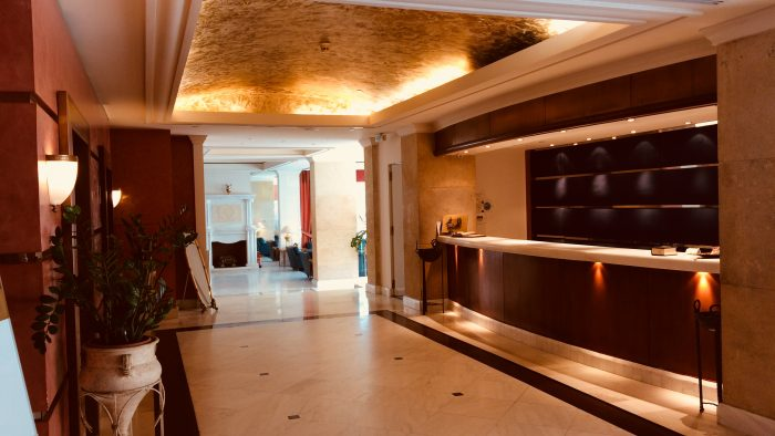 https://olympiapalace.gr/wp-content/uploads/2017/07/reception-area-700x394.jpg